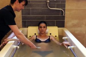 bain hydromassant1 grand spa alpes©s.kempinaire 300x200 Cure déclic 6 jours, Maigrir à Brides